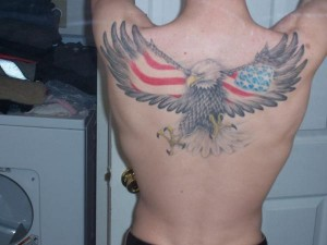 tatouage femme américain aigle dos