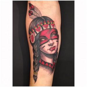 tatouage femme américain avant bras visage indien