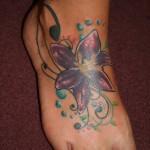 tatouage cheville femme lys
