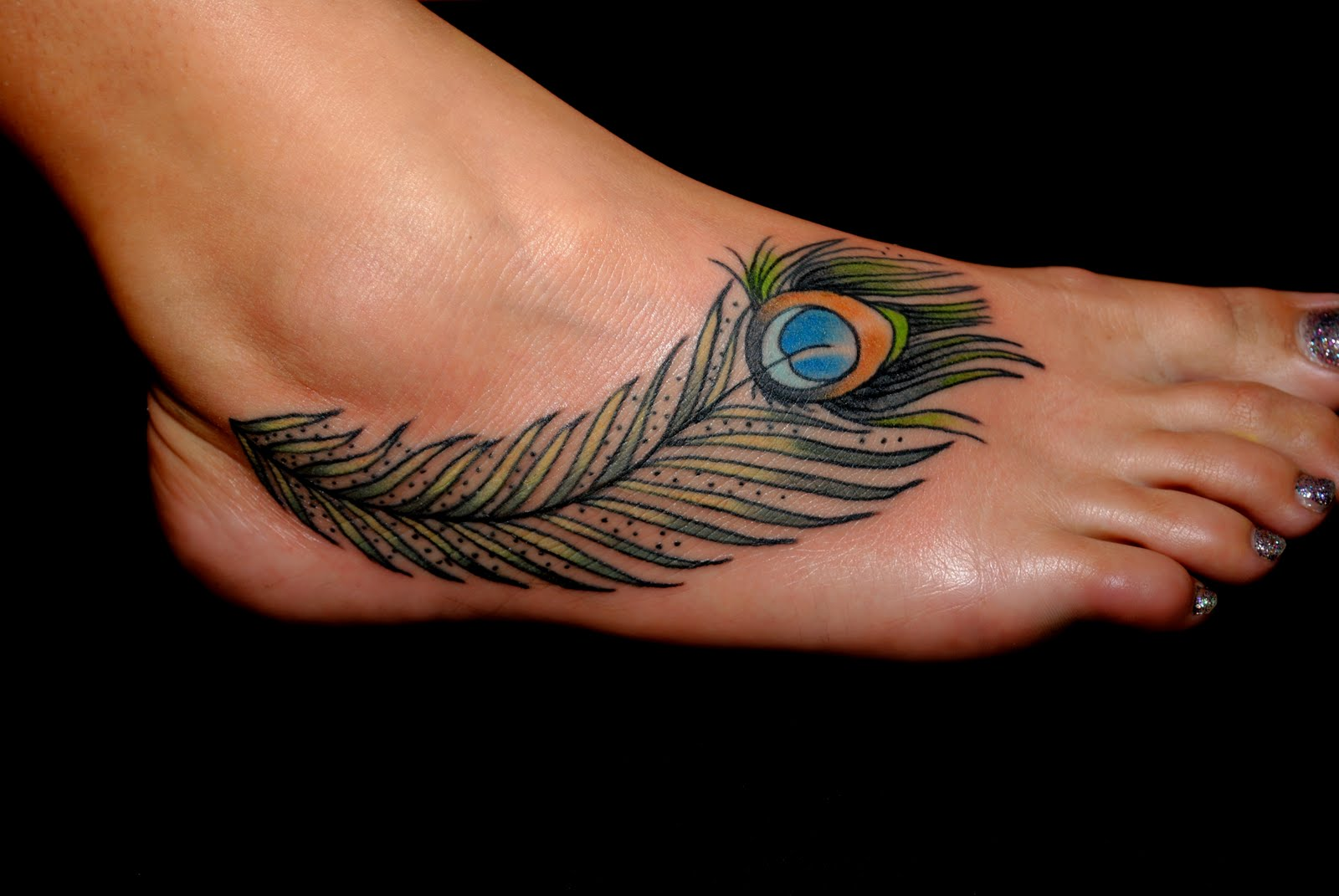tatouage femme cheville plume paon. Black Bedroom Furniture Sets. Home Design Ideas