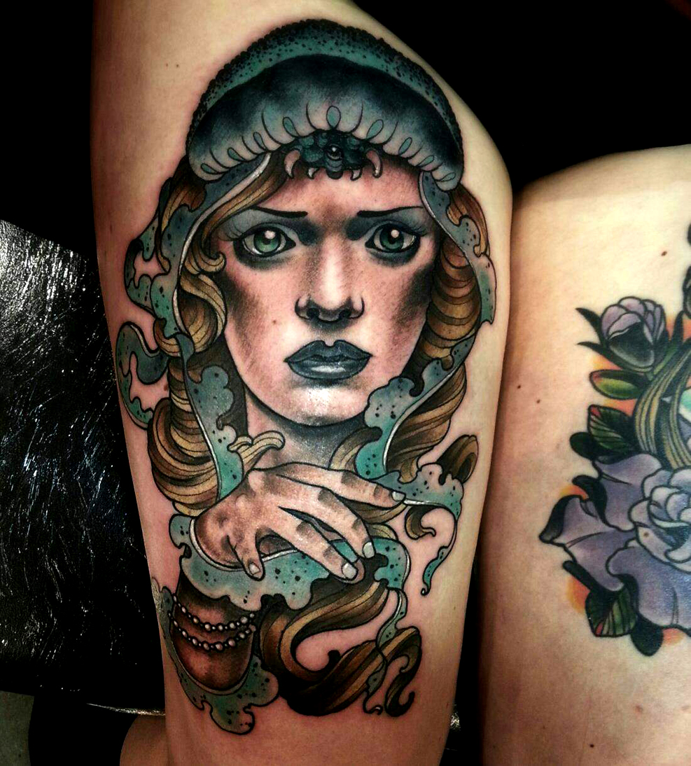 Tatouage Femme Cuisse Visage Realiste