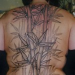 tatouage femme dos bambou