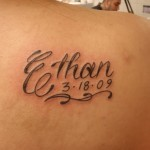 Tatouage femme épaule prénom