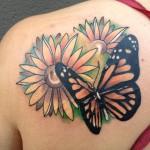 Tatouage femme épaule papillon