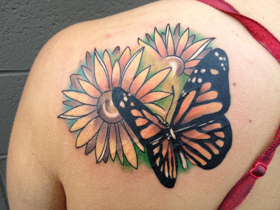 tatouage femme paule papillon. Black Bedroom Furniture Sets. Home Design Ideas