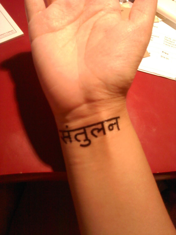 Tatouage Femme Poignet Phrase Sanskrit