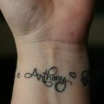 tatouage femme poignet lettres prénom