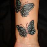tatouage femme poignet papillon couleur