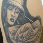 tatouage visage femme rose