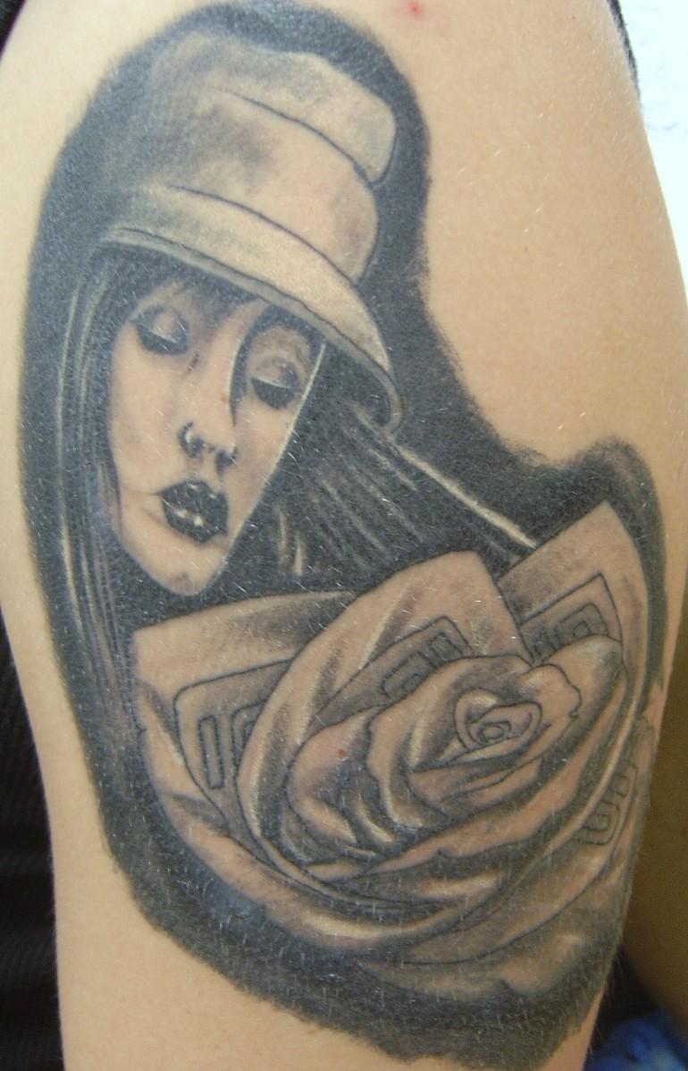 tatouage visage femme rose. Black Bedroom Furniture Sets. Home Design Ideas