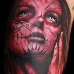 tatouage femme visage sinistre