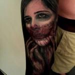 tatouage visage femme sang gore