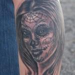 tatouage femme visage triste macabre