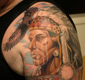 tatouage femme visage indien