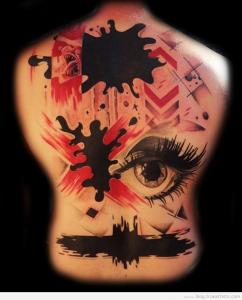 tatouage femme fresque violente