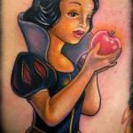 tatouage femme blanche neige
