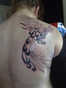 tatouage phénix tribal femme