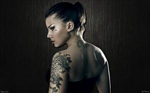 tatouage femme tribal rose bras