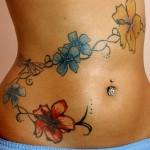 tatouage femme ventre fleurs