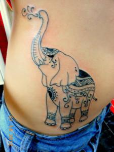 tatouage femme ventre éléphant