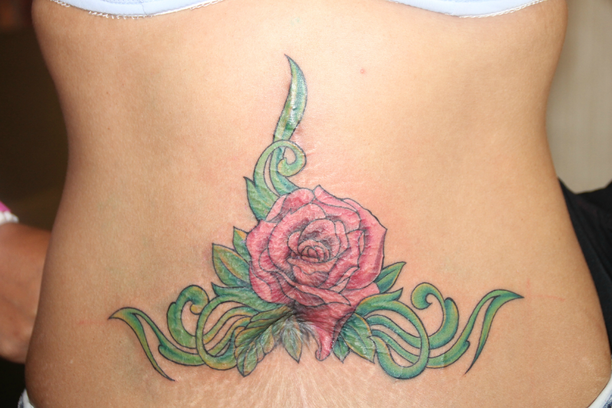 Tatouage bas ventre femme photo galerie tatouage - Tatouage femme ventre ...