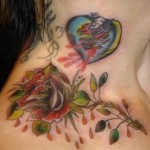 tatouage femme cote fleur