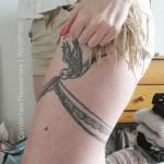 tatouage femme cuisse jarretière