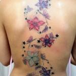 tatouage femme dos fleur